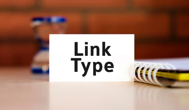 Link tipo seo - folha branca de texto n com bloco de notas e ampulheta