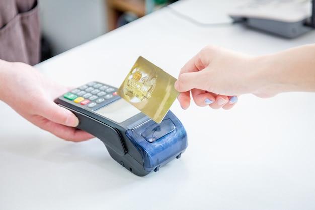 Liquidação de cartão de crédito pos em vez de compra de liquidação em dinheiro