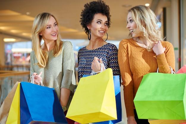 Liquidação de primavera em shopping