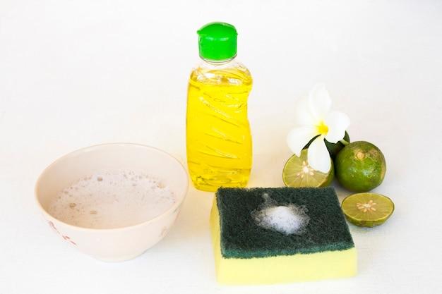 Líquido de lavagem de pratos extrato de ervas vegetais, limão e esponja