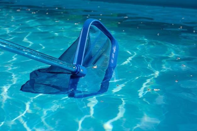 Líquido de limpeza da piscina close-up