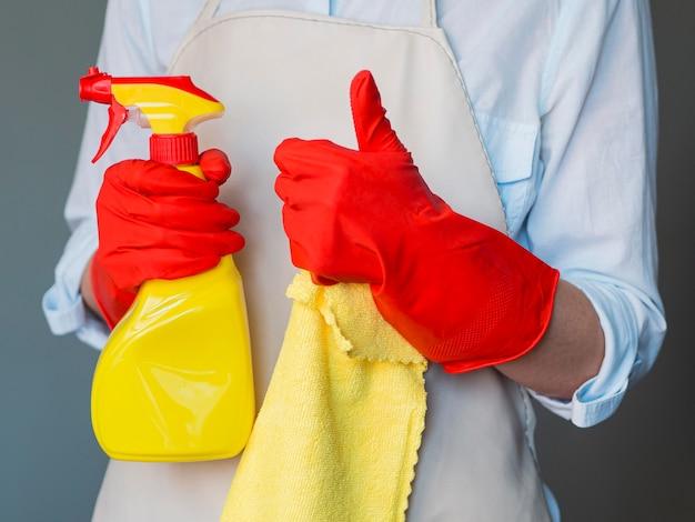 Líquido de limpeza que guarda o frasco e o pano de pulverizador