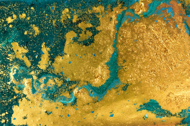 Líquido irregular azul e verde marmoreio padrão com glitter dourado