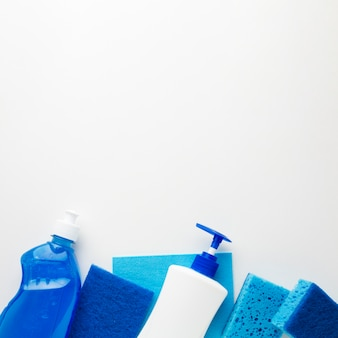 Líquidos de lavagem e esponjas copiam o espaço