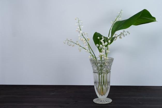 Lírios do vale em um vaso