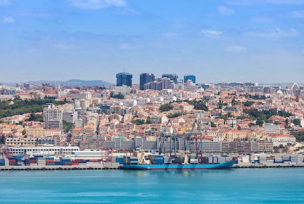 Lisboa na margem do rio tejo, centro de portugal