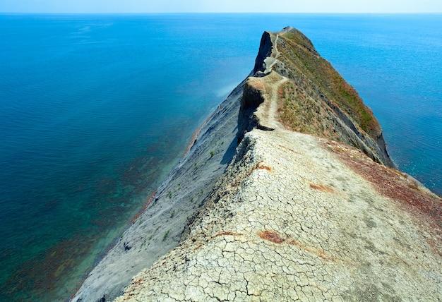 Litoral rochoso de verão (cabo camaleão, crimeia, ucrânia).