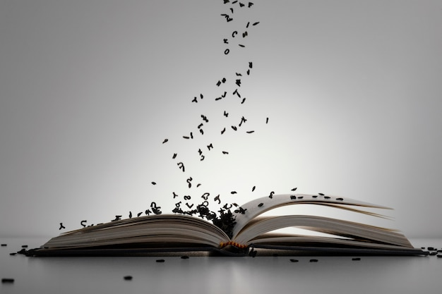 Livro aberto com letras