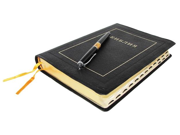 Livro da bíblia sagrada, isolado no branco