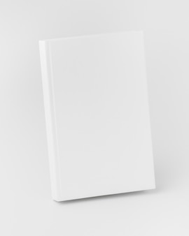 Livro de alto ângulo alinhado na mesa