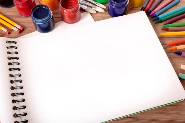 Livro de arte escolar