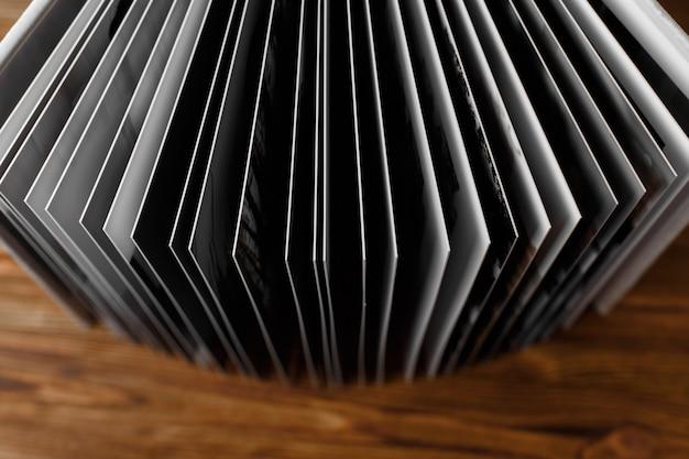 Livro de fotos de couro com uma capa dura