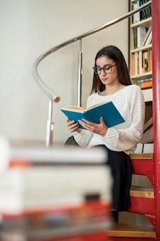 Livro de leitura adolescente inteligente