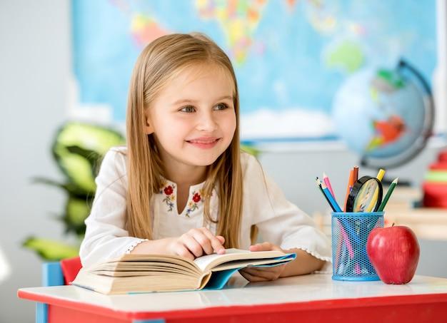 Livro de leitura menina