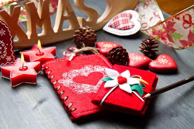 Livro de natal e decoração em madeira