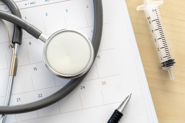 Livro de nomeação médico no calendário