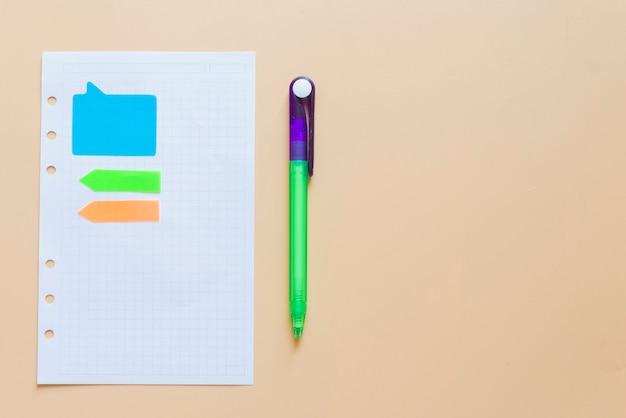 Livro de notas e notas com caneta