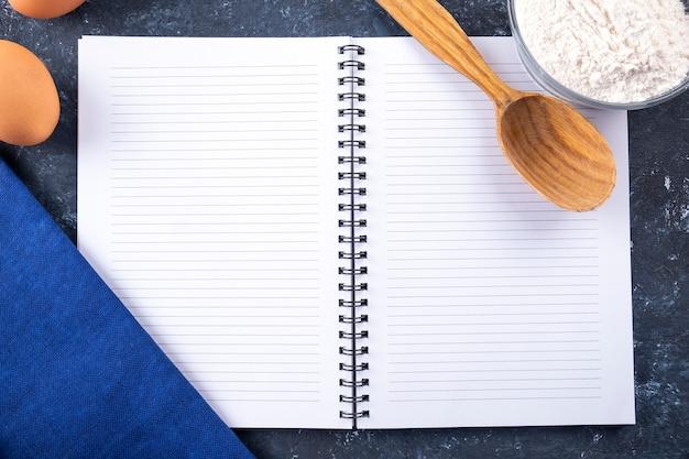 Livro de receitas de culinária com espaço de cópia vista superior espaço do texto