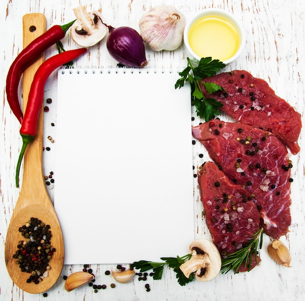 Livro de receitas e ingredientes