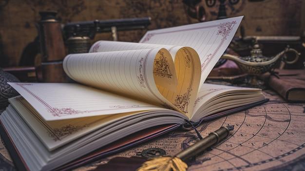 Livro diário com dobrável em forma de coração