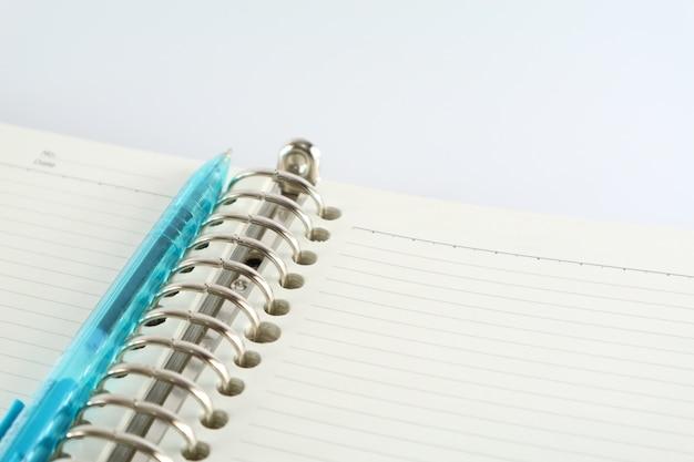 Livro e caneta