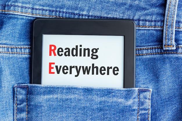 Livro eletrônico com texto na tela
