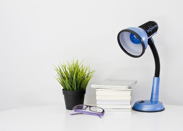 Livro lâmpada óculos pot simples