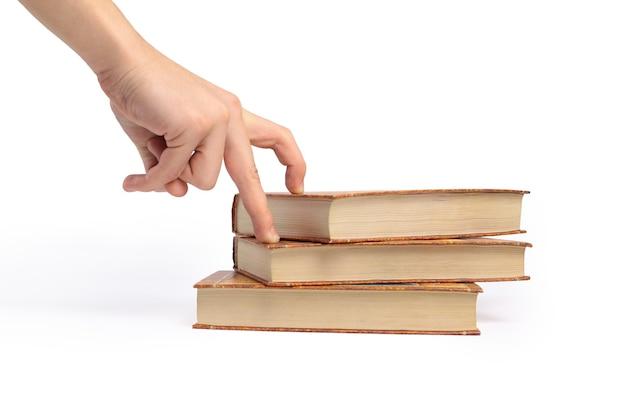 Livro sobre fundo branco