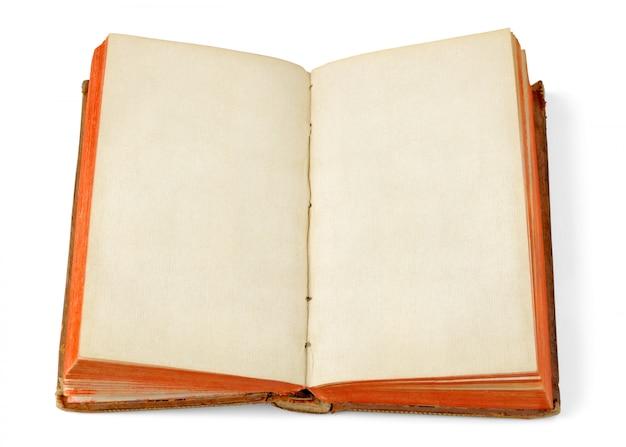 Livro velho aberto com páginas em branco, isolado no branco