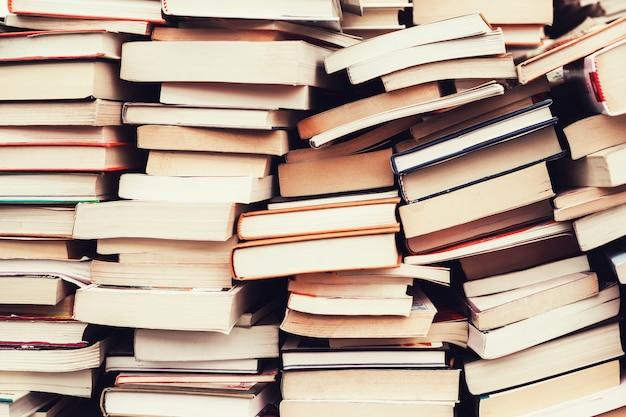 Livros antigos no mercado de pulgas