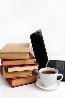 Livros com laptop
