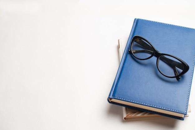 Livros com óculos