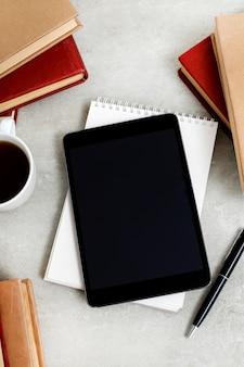 Livros com tablet