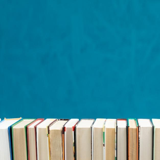 Livros de vista frontal com espaço de cópia
