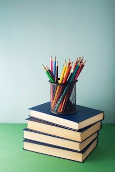 Livros e lápis