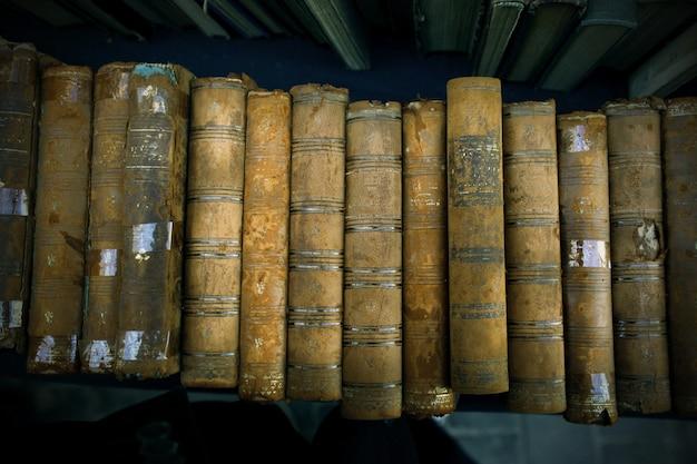 Livros velhos do vintage