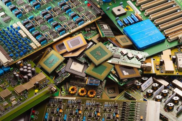 Lixo de circuitos eletrônicos da indústria de reciclagem