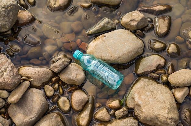Lixo plástico no meio ambiente