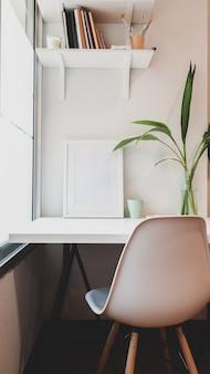 Local de trabalho mínimo com mock up frame e cópia espaço