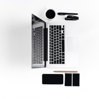 Local de trabalho no escritório. tecnologia.