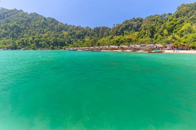 Local, pessoas, vender, lembranças, em, a, moken, vila, em, ilhas nacionais surin, parque, tailandia