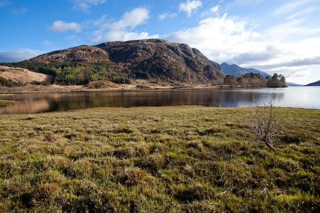 Loch shiel lake reflexão na escócia