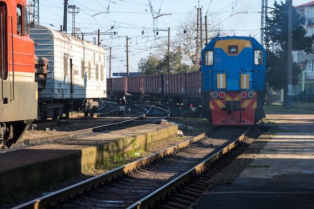 Locomotiva na estação ferroviária, poti, geórgia.