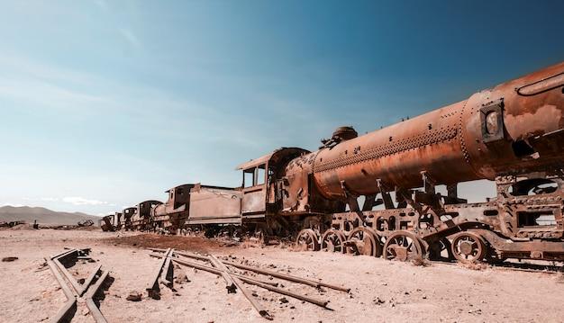 Locomotivas a vapor enferrujadas na bolívia