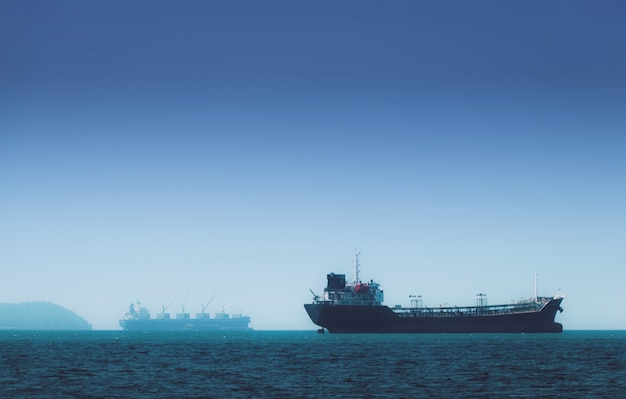 Logística e transporte de navio internacional de contentores no oceano