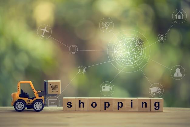 Logística, oferta / conceito de compras on-line: empilhadeira move o bloco de madeira e palavras compras com conexão de rede do cliente ícone. frete internacional ou serviço de remessa para compras on-line.