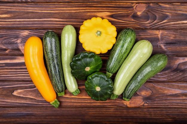 Logo acima, tiro de vegetais, saúde, vegan e conceito de comida vegetariana