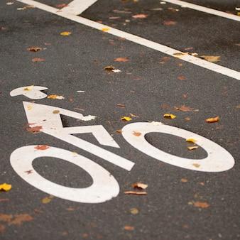 Logotipo de caminho de bicicleta no central park em manhattan, nova iorque, eua