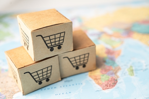 Logotipo do carrinho de compras na caixa com no mapa da áfrica.