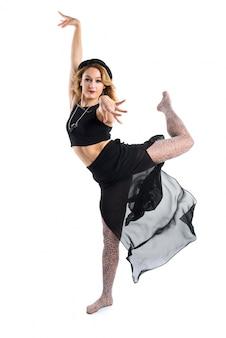 Loira bailarina dançando